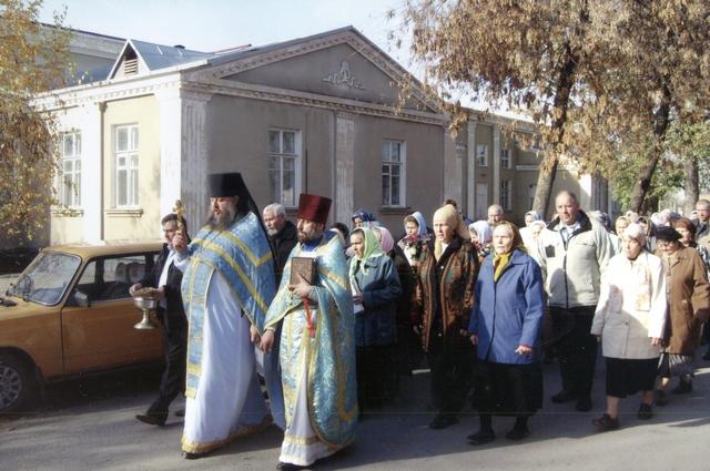Крестный ход 04,11,2011г идет на место разрушенного храма