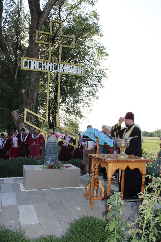 Освящение поклоного креста на въезде в станицу