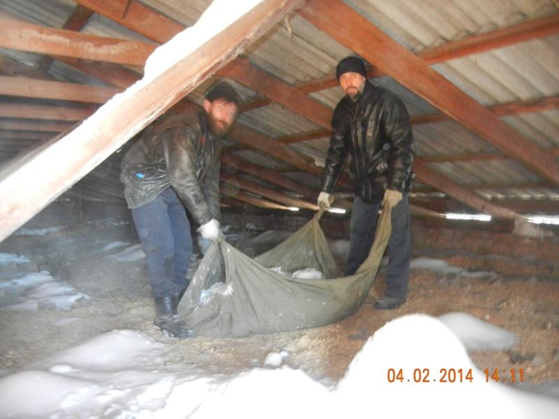 уборка снега с чердака храма